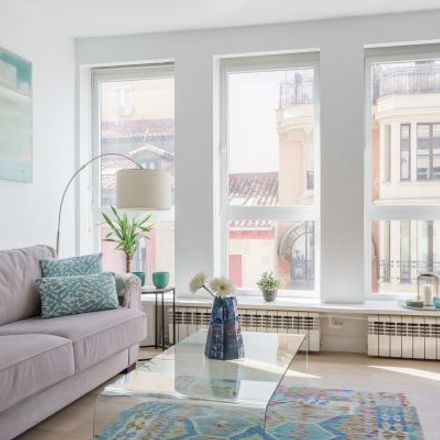 Rent this 3 bed apartment on JN Souvenirs in Calle Mayor, 66