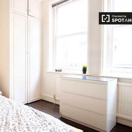 Rent this 3 bed apartment on 17 Picton Place in London W1U 1BS, United Kingdom