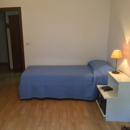 Rent this 3 bed room on Via Camillo Flammarion in 35143 Padova PD, Italia