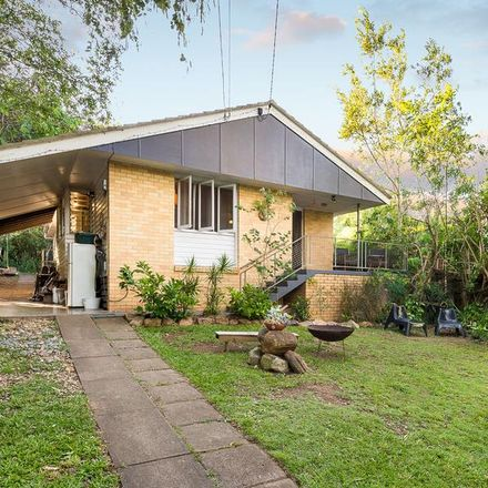 Rent this 3 bed house on 91 Akuna Street