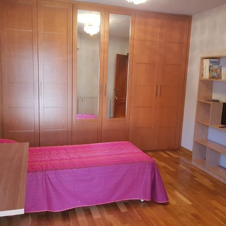 Rent this 2 bed room on Calle de Marcelino Unceta in 63, 50010 Zaragoza