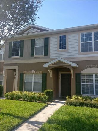 Rent this 3 bed townhouse on Riverview