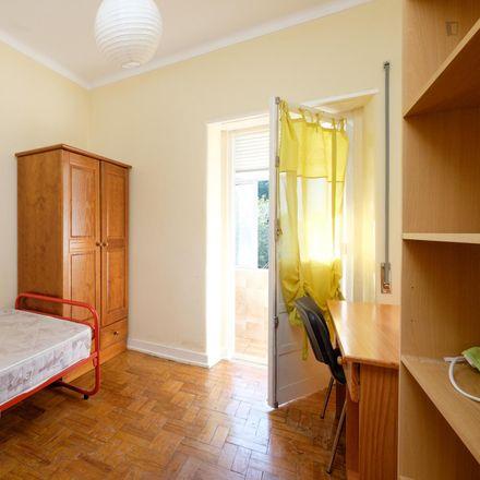 Rent this 4 bed room on Rua Daniel de Matos 130 in 3030-049 Santo António dos Olivais, Portugal