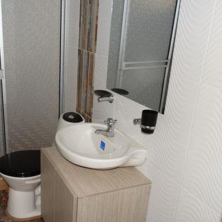 Rent this 5 bed apartment on Droguería Asarela in Diagonal 83, Localidad Engativá