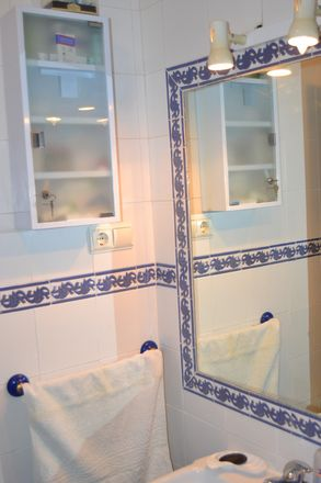 Rent this 2 bed apartment on Colegio Santa María - Hermanos Maristas in Ronda de Buenavista, 49