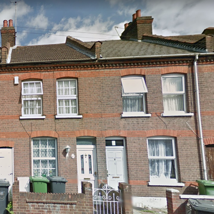 Rent this 3 bed house on Malvern Road in Luton LU1 1LG, United Kingdom