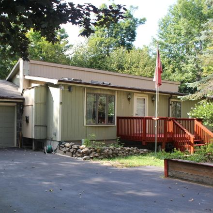 Rent this 3 bed house on Ridge View Rd in Lake Ariel, PA
