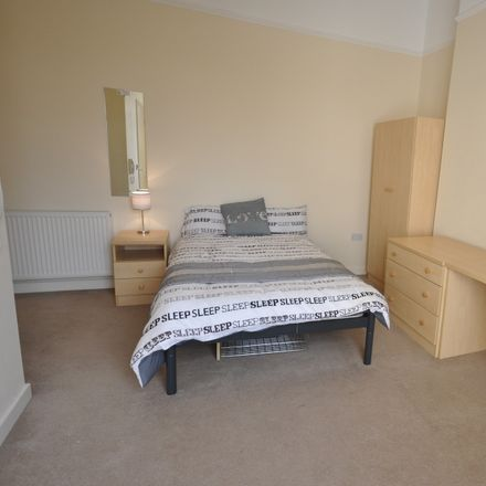 Rent this 8 bed room on 52 Mutley Plain in Plymouth PL4, UK