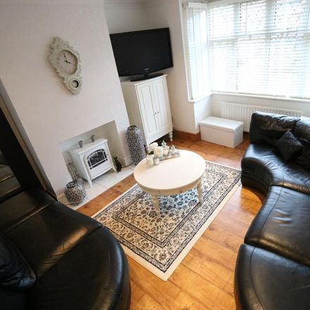 Rent this 3 bed house on Parkfield Avenue in London UB10 0DF, United Kingdom