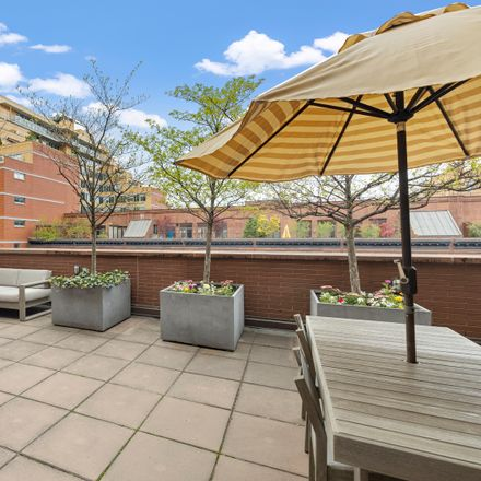 Rent this 3 bed loft on 313 West 119th Street in New York, NY 10026