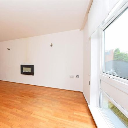Rent this 1 bed apartment on Sainsbury's Local Captain Cook in 408 Upper Richmond Road, London SW15 6JP