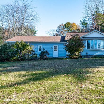 Rent this 3 bed house on 135 Cemetery Road in Town of Halfmoon, NY 12065