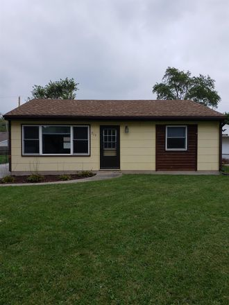 Rent this 3 bed house on Fremont Rd in Valparaiso, IN