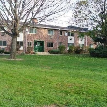 Rent this 2 bed condo on Union Blvd in Islip, NY