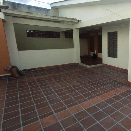 Rent this 2 bed apartment on OK. Arte Car in Calle 44 Norte, Comuna 2