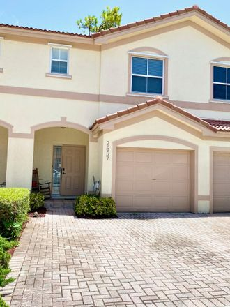 Rent this 3 bed townhouse on 2557 Riverside Drive in Coral Springs, FL 33065