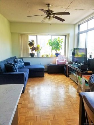 Rent this 3 bed condo on 102 Bradhurst Avenue in New York, NY 10039