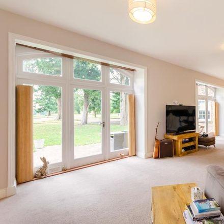 Rent this 5 bed house on Maypole Grove in Naburn YO19 4RX, United Kingdom