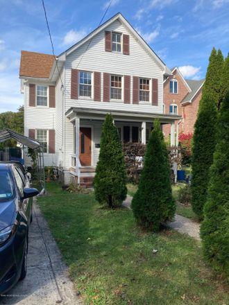 Rent this 3 bed house on 117 Waterbury Avenue in New York, NY 10309
