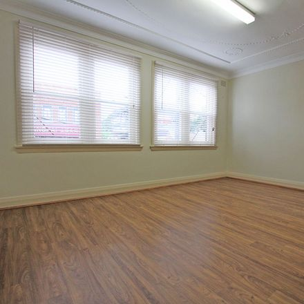 Rent this 2 bed apartment on 1/181 Rowe Street