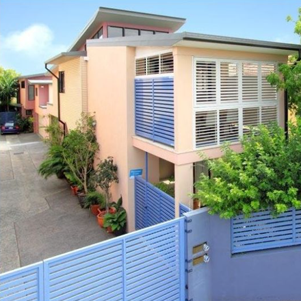 Rent this 3 bed townhouse on 80a Bonney Avenue