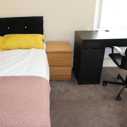 Rent this 5 bed room on Victoria Road in Middlesbrough TS1 3HY, United Kingdom