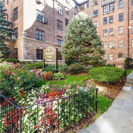 Rent this 2 bed condo on 292 Main Street in White Plains, NY 10601