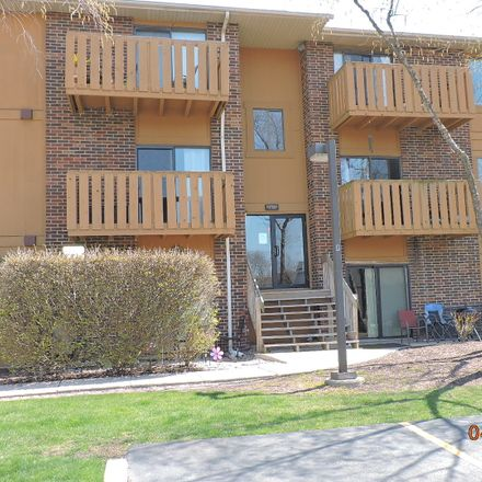 Rent this 2 bed condo on 718 Rodenburg Road in Roselle, IL 60172