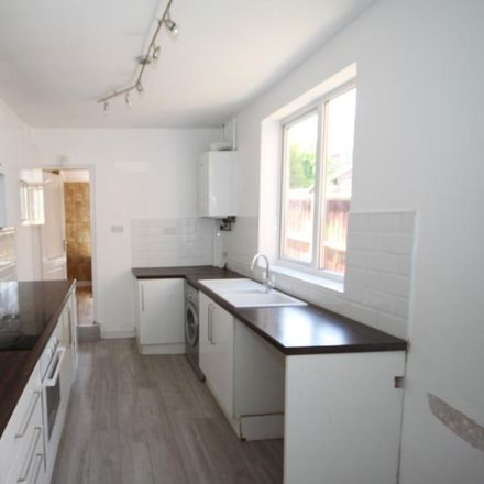 Rent this 3 bed house on Ridgway Road in Luton, LU2 7RR