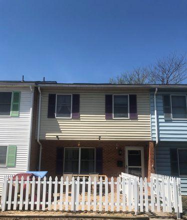Rent this 3 bed townhouse on 880 Vine Street in Harrisonburg, VA 22802