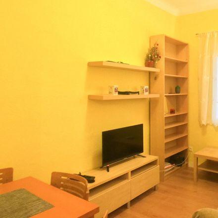 Rent this 2 bed apartment on Colegio Calasancio Nuestra Sra. de las Escuelas Pías in Calle del Conde de Peñalver, 51