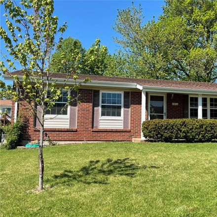 Rent this 3 bed house on 2816 Glenway Drive in Maryland Heights, MO 63043