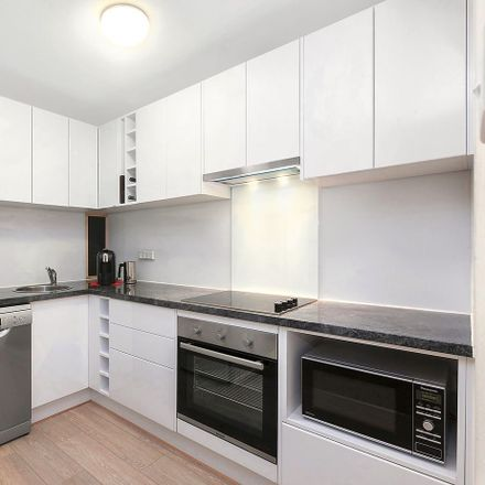 Rent this 1 bed apartment on 7/47 Hampton Circuit