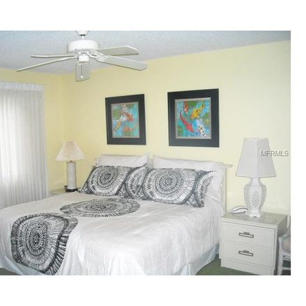 Rent this 3 bed condo on Glenhouse Drive in Vamo, FL 34231
