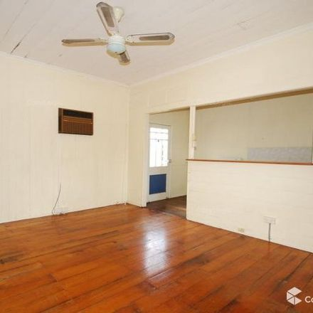 Rent this 2 bed apartment on 2/4 Ross Street