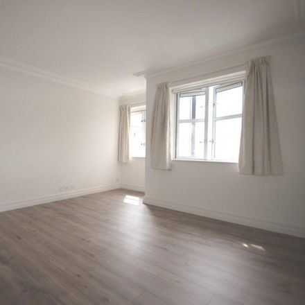 Rent this 3 bed apartment on Redwoods Mansions in Abbots Gardens, London W8 5UW