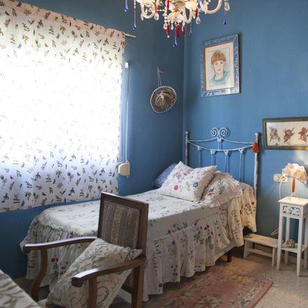 Rent this 4 bed room on Calle Cierzo in 41927 Mairena del Aljarafe, Spain