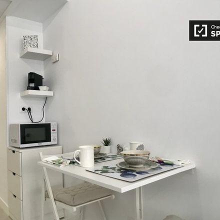 Rent this 0 bed apartment on Dirección General de Juventud y Deporte in Calle de Recoletos, 28001 Madrid
