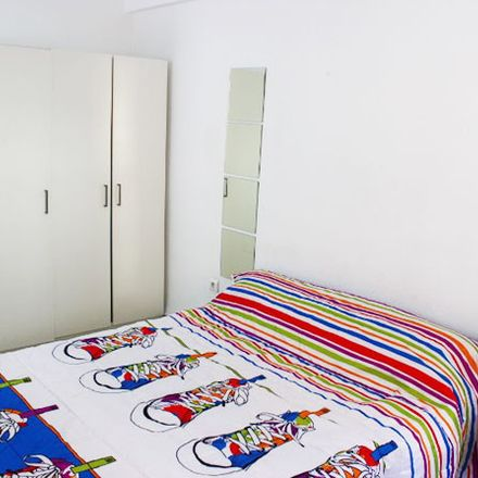 Rent this 3 bed room on Av. Santa Cecilia in 11, 41010 Sevilla
