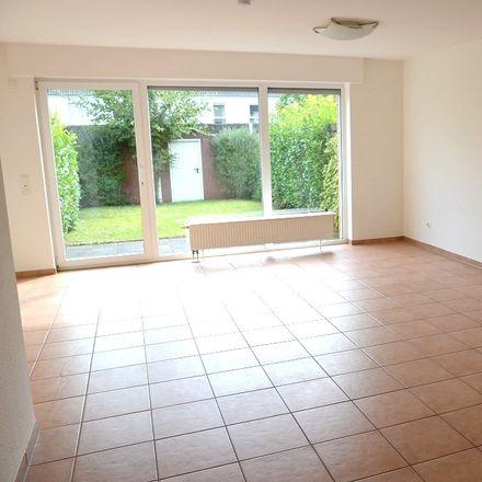 Rent this 5 bed townhouse on 40489 Dusseldorf