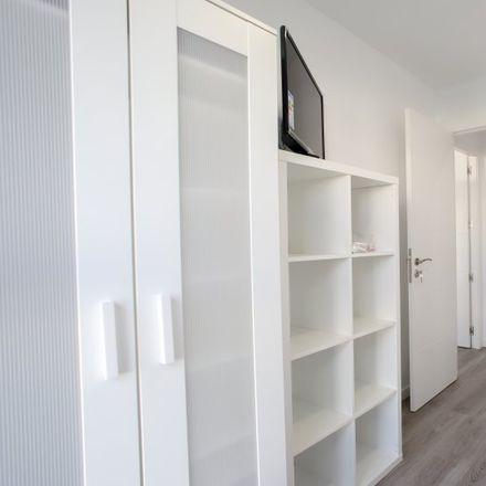 Rent this 5 bed apartment on Universitat de València - Campus de Burjassot in Avenida Vicente Andrés Estellés, 46100 Burjassot