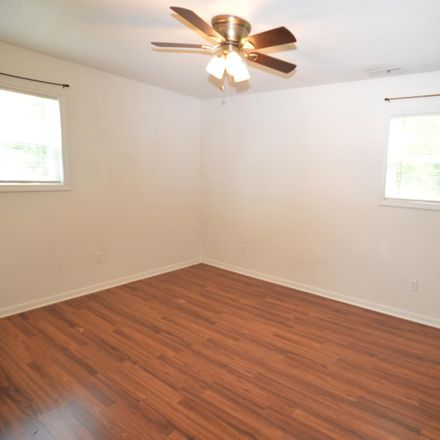 Rent this 3 bed house on 100 S Glen Ct in Jacksonville, NC