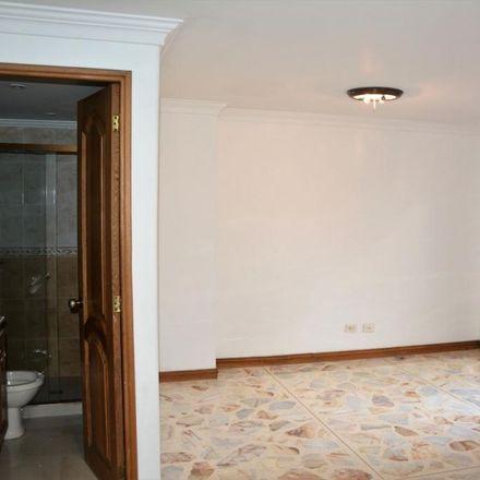 Rent this 3 bed apartment on Transversal 39B 76-43 in Comuna 11 - Laureles-Estadio, Medellín
