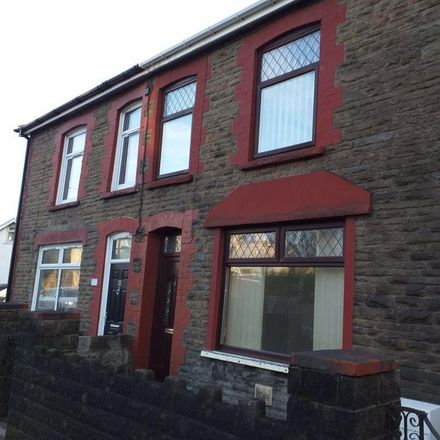 Rent this 3 bed house on The Crown Inn in Llantrisant Road, Llantwit Fardre CF38 2HL