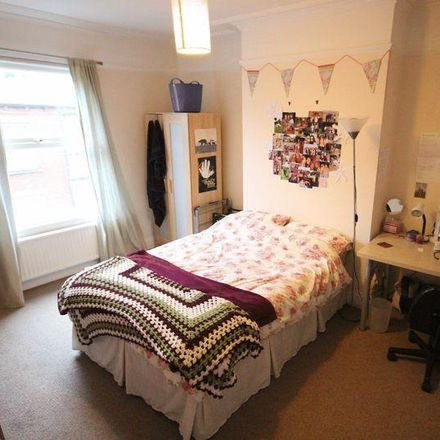 Rent this 5 bed house on Back Manor Terrace in Leeds LS6 1DP, United Kingdom