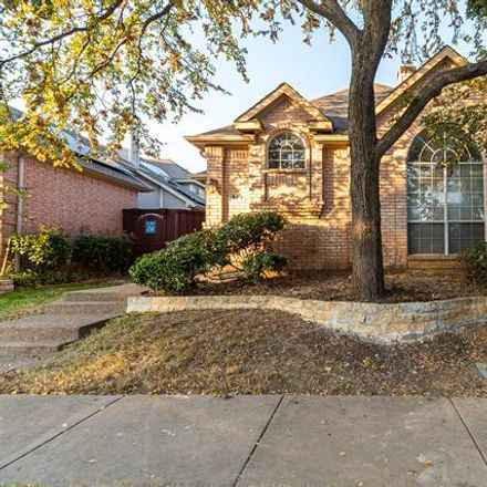 Rent this 3 bed house on 319 Old York Road in Irving, TX 75063
