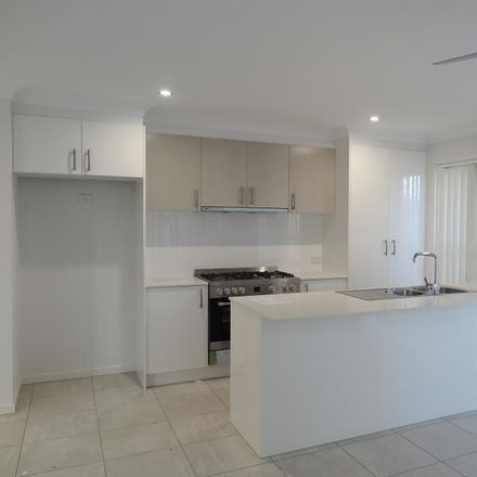 Rent this 4 bed house on 80 Lowthers Street