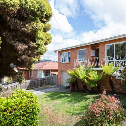 Rent this 3 bed house on 8 Garden Grove