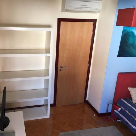 Rent this 3 bed room on Rua das Camélias in 2765-334 São João do Estoril, Portugal