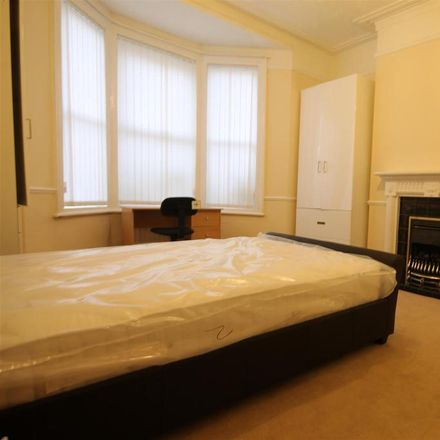 Rent this 2 bed apartment on Simonside Terrace in Newcastle upon Tyne NE6 5DR, United Kingdom